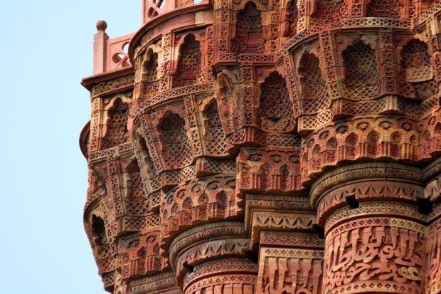 1024px-details_of_the_balcony_qutub_minar-matthias-rosenkranz-620x413