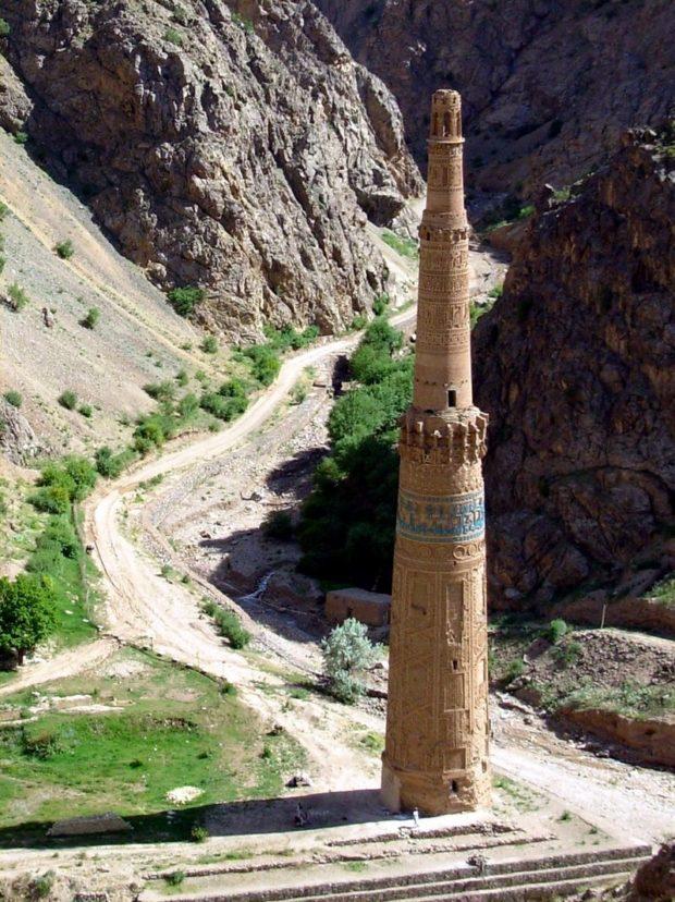 800px-minaret_of_jam_2009_ghor-david-adamec-620x828