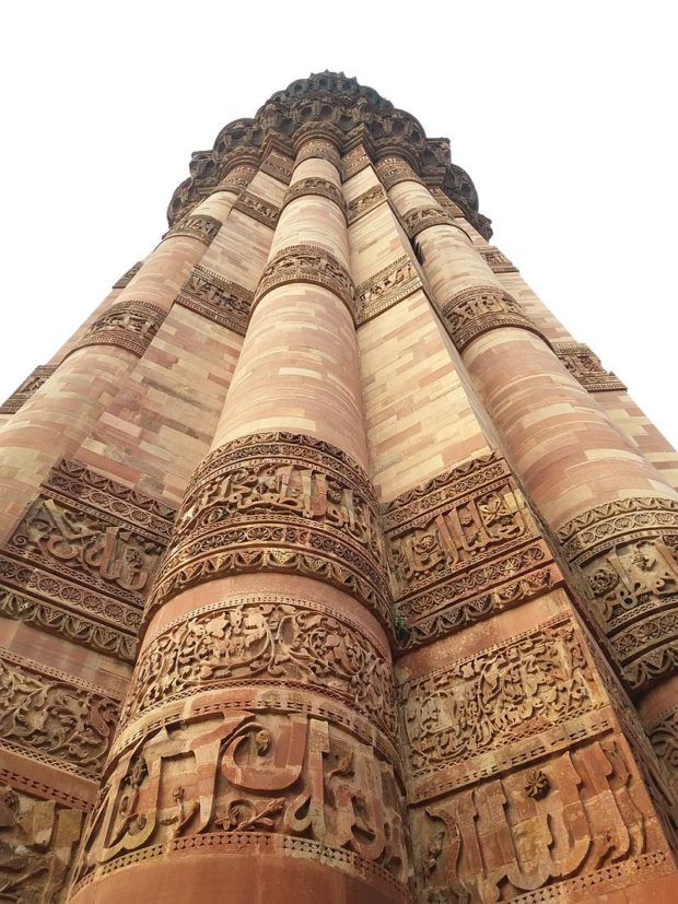 calligraphy_on_qutb_minar_madan-inamdar-620x827