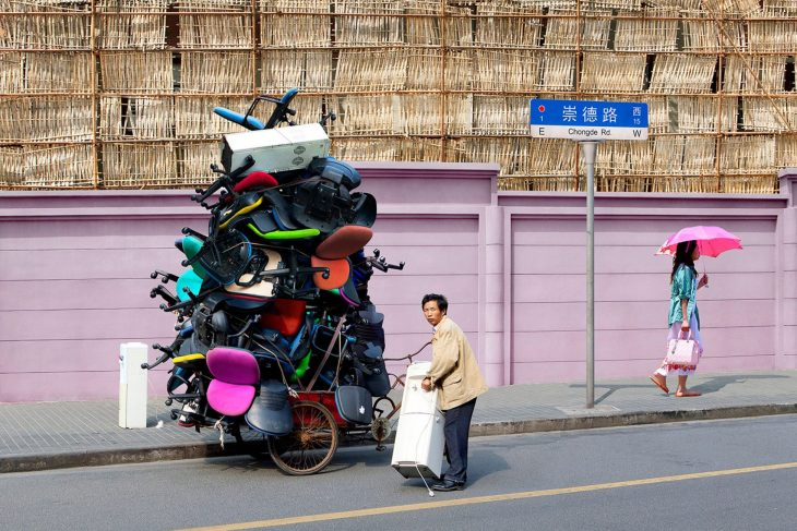 totems-alain-delorme-photography-streets-china_dezeen_2364_col_0-1704x1137