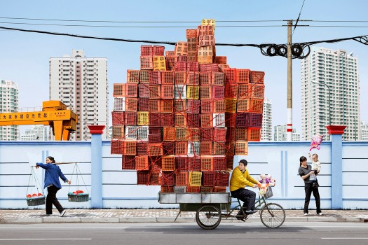 totems-alain-delorme-photography-streets-china_dezeen_2364_col_14