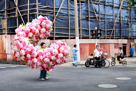 totems-alain-delorme-photography-streets-china_dezeen_2364_col_15