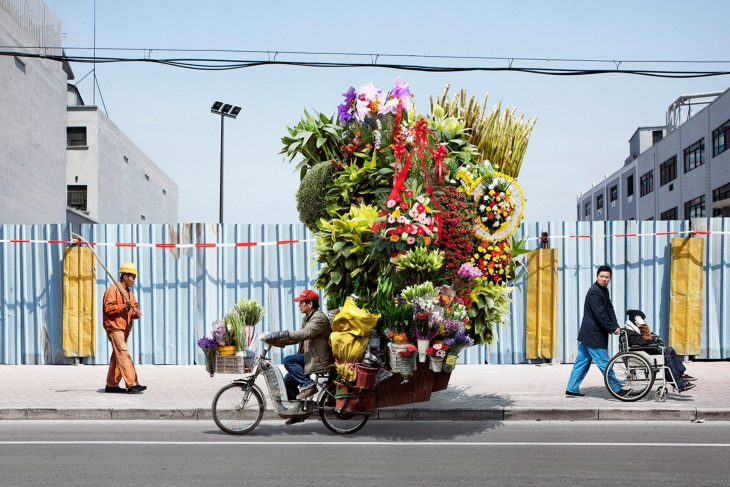 totems-alain-delorme-photography-streets-china_dezeen_2364_col_6-1704x1137