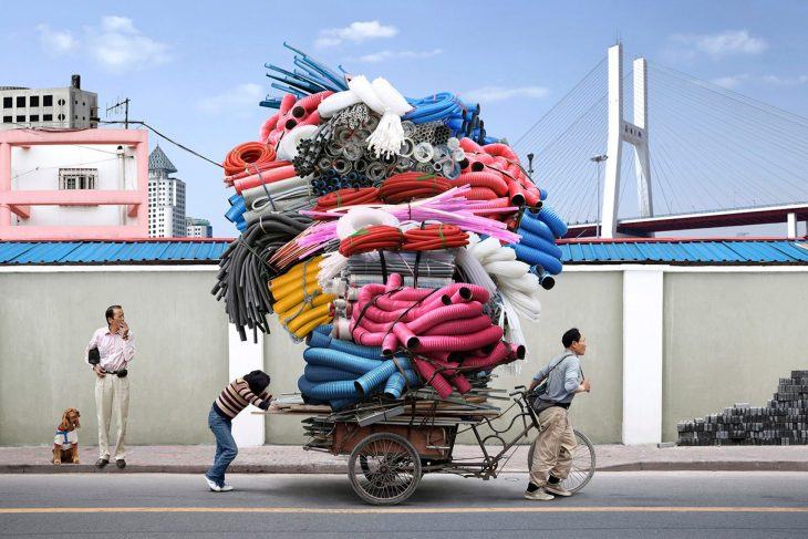 totems-alain-delorme-photography-streets-china_dezeen_2364_col_9-1704x1137